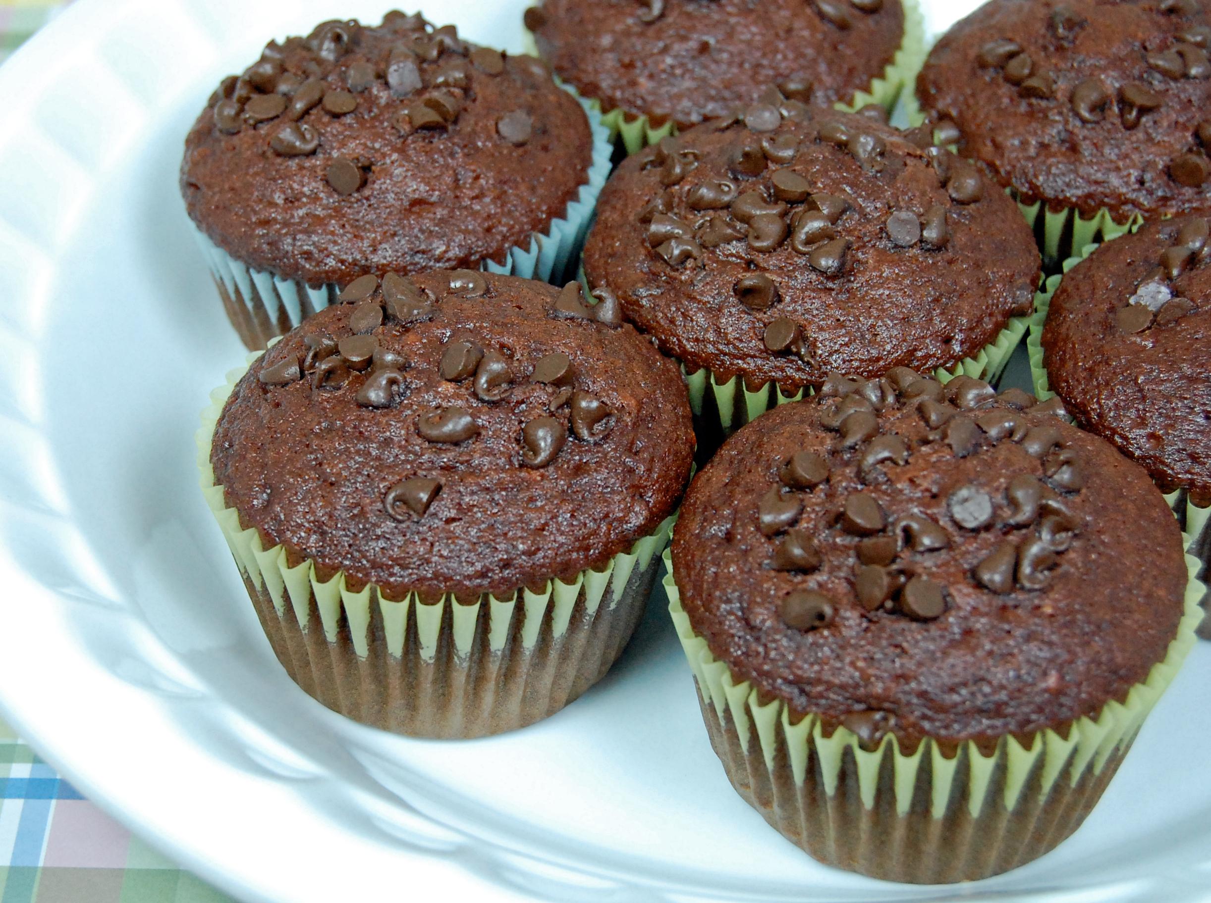 Сегодня у меня рецепт для любителей шоколада - шоколадные маффины.