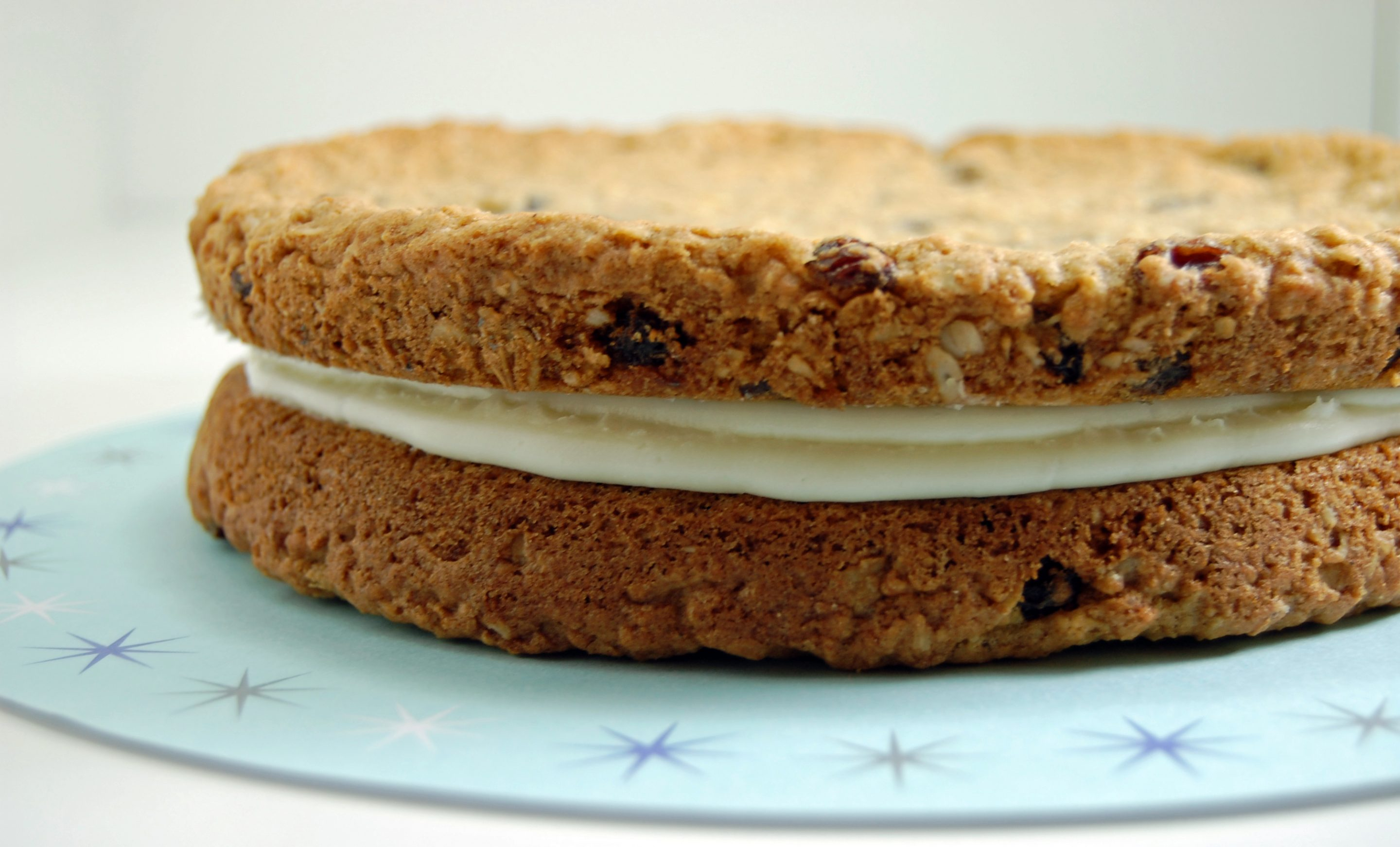 Oatmeal Raisin Sandwich Cookie Cake 3