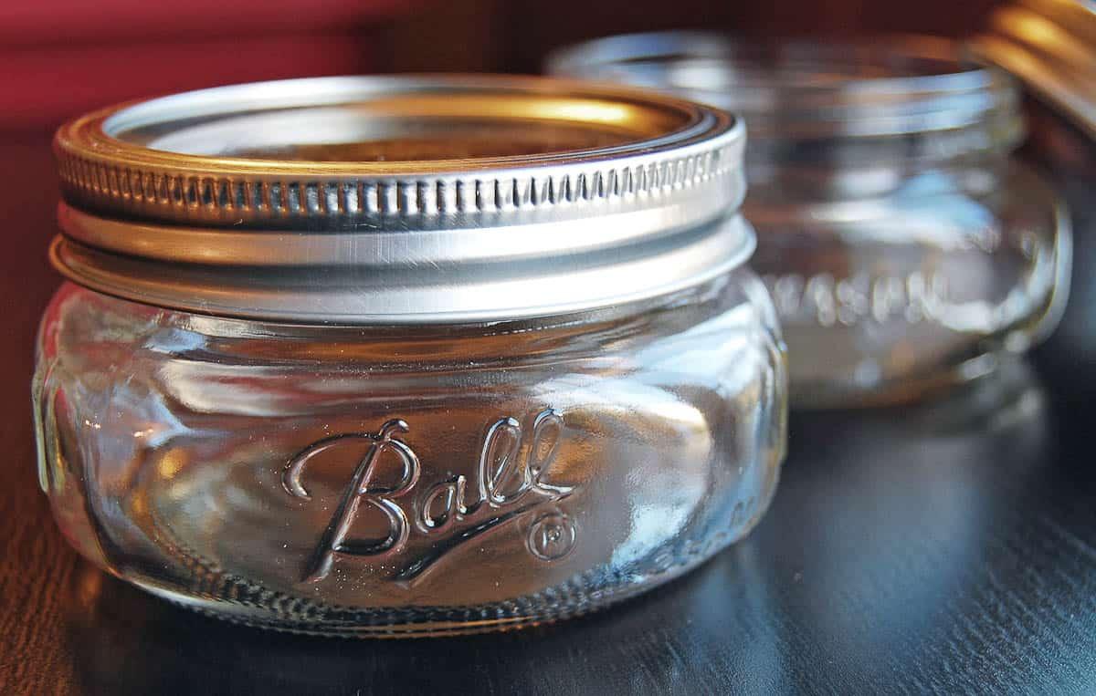 short quatty jars