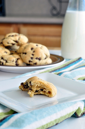 Perfectly Puffy Chocolate Chip Cookies