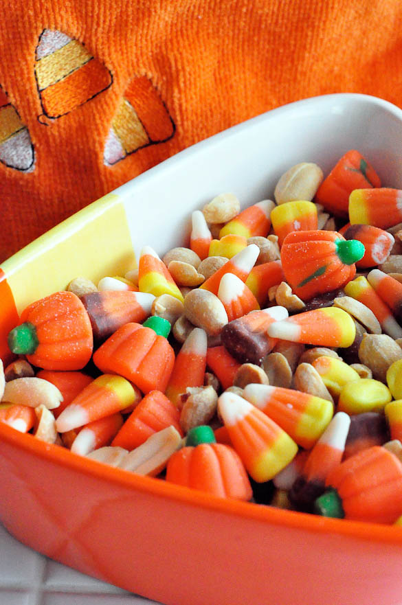 Throw together candy corn and peanuts for the quickest snack ever this fall season! This Candy Corn Crunch tastes just like a PAYDAY candy bar!