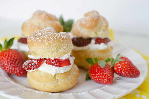 Cream Puffs filled with Strawberries and Mascarpone