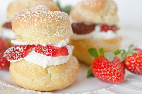 Cream Puffs filled with Strawberries and Mascarpone-4