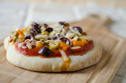 Pepperjack Double Olive Pita Pizza