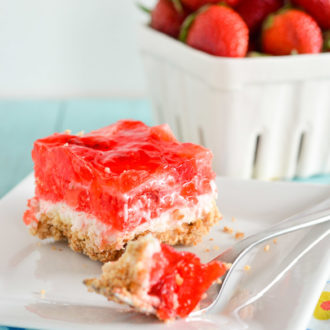 Great for company or potlucks, this Strawberry Pretzel dessert is a delight worth sharing!