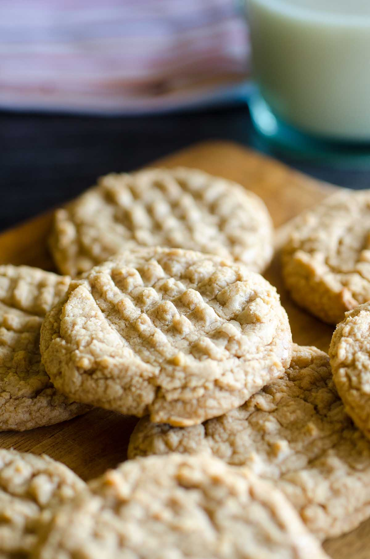 peanut butter cookies layered on serving platter