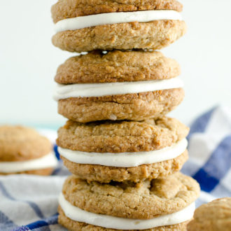 Homemade Oatmeal Creme Pies are fresher cookies than you can get at the store. Feel good about giving your kids a lunchbox treat with these Copycat Oatmeal Creme Pie cookies!