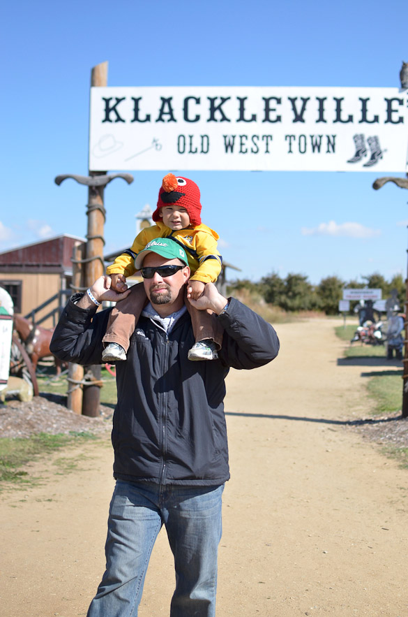 Located just over 30 minutes northeast of Grand Rapids, MI, Klackle Orchards is a great place to take your family this fall for wagon rides, apple and pumpkin picking, donuts and cider and a whole bunch of other family fun activities.