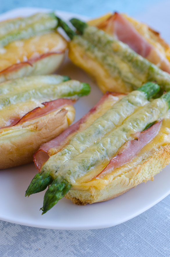 Smoked Bacon Ranch Ham and Asparagus Melts by @SeededTable #HiddenValleyIt