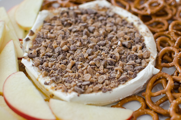 Salted Caramel Apple Dip - Only 3 ingredients and 3 minutes! Perfect for Thanksgiving appetizer or any fall or football party!