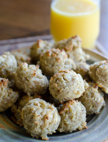 These Whole30 compliant sausage balls can keep in the freezer for a quick and easy breakfast!