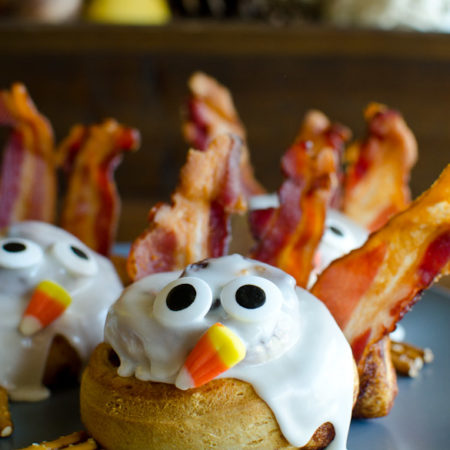 Make a fun Thanksgiving breakfast with these easy Cinnamon Roll Turkeys. Refrigerated cinnamon rolls are quickly baked and then decorated like turkeys with bacon feathers, candy eyes, candy corn nose, and pretzel sticks feet. Your kids will giggle with these goofy cinnamon roll turkeys!