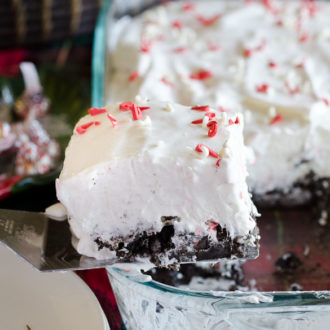 his Peppermint Marshmallow No-Bake Dessert is a blend of peppermint, Cool Whip, and marshmallow over top a delicious Oreo cookie crust. It's light and fluffy, with a surprise crunch of Hershey's Candy Cane Kisses. This no-bake Christmas dish is EASY to make resulting in the perfect holiday dessert.