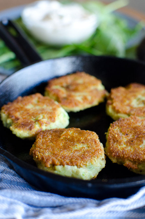 Turn your can of tuna into a meal with these pan-fried Avocado Tuna Patties! Only 4 ingredients and Whole30 approved! Crispy on the outside, these simple Avocado Tuna Patties are a tasty healthy lunch option.