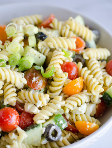 greek pasta salad with tomatoes