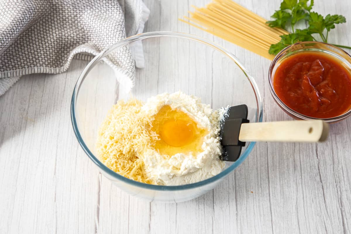 combine Ricotta in bowl with egg and cheese
